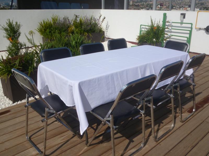 Renta de sillas y mesas en queretaro 5529649053 renta de for Mesas redondas plegables para eventos