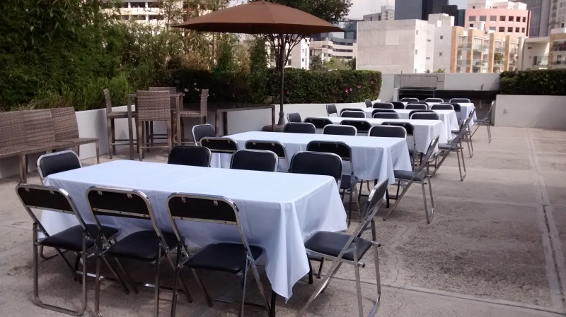 Mesas y sillas economicas para cafeteria interesting for Mobiliario cafeteria segunda mano